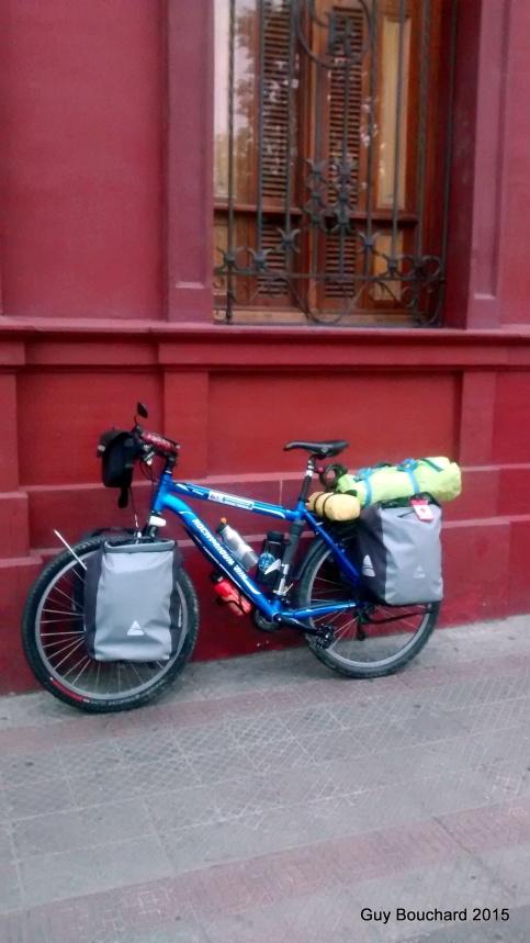 Vélo chargé pour le départ