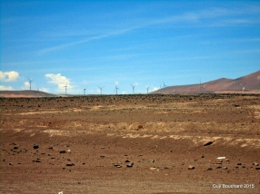 Des éoliennes dans le désert d'Atacama