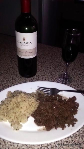 Un petit vino et un repas simple cuisiné dan ma cabana de La Serena