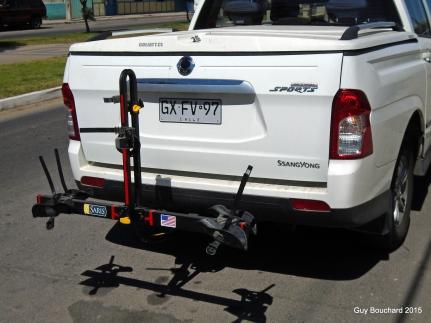 L'arrière de la camionnette Ssangyong et un support à vélo identique au mien
