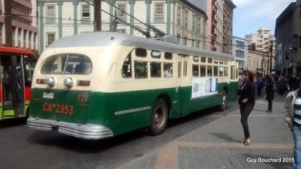 Un vieil autobus électrique